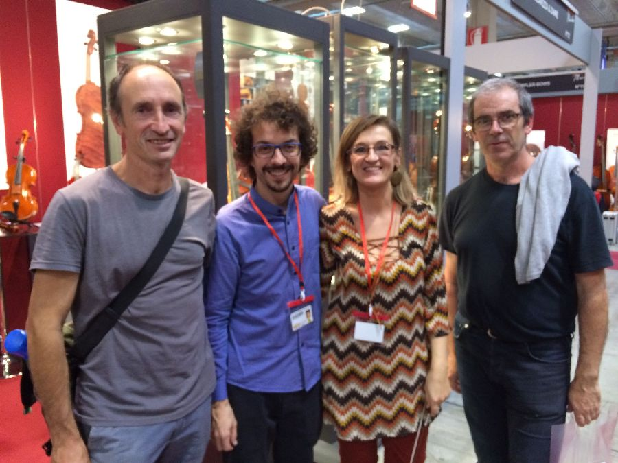 Luis Artola (BELE), Andrea Zanré and Elisa Scrollavezza from the Parma School of Violin-Making and Javier Guraya (BELE)