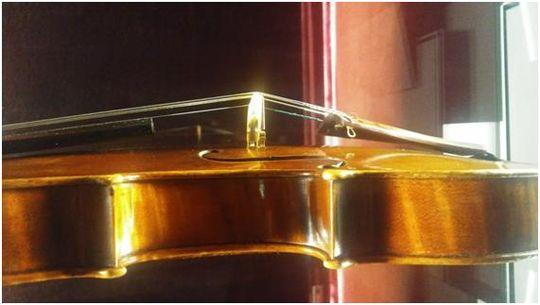 Il Cremonese, de A. Stradivari, construido en 1715. Observación de la estructura, proporción y diseño de la f, la bóveda, aros y bordes.