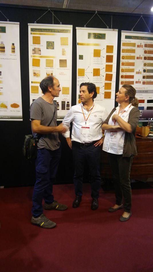 Luis Artola con los responsables de Old Wood (Alvaro Y Mª Carmen)